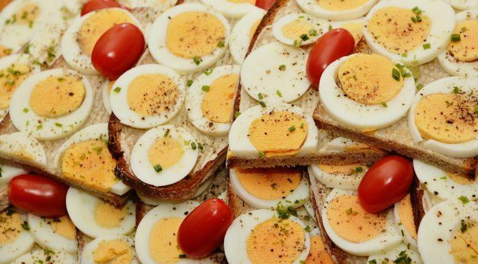 Reggeli tojásból