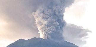 Az Agung hegy: vulkánkitörés 2017 novemberében (forrás: wikipedia)