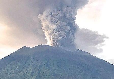 Vulkánkitörés Bali szigetén