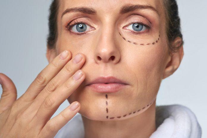 Egy plasztikai sebész bármit átszab, ha szeretnénk