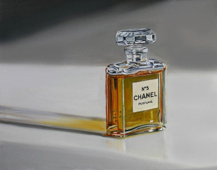 A parfüm: Chanel No 5 (Gail Chandler festménye)