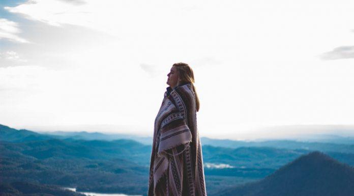 Az egyedül utazó nő kétséget kizáróan vagány