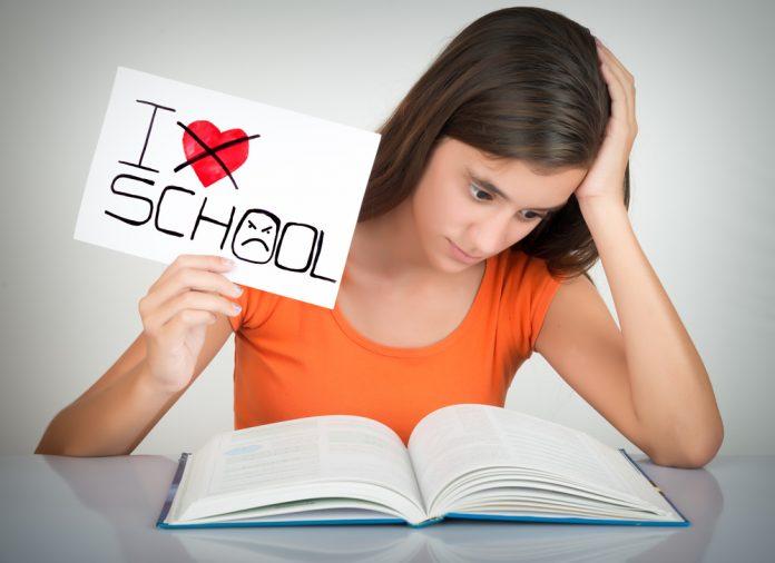 A gyereknevelés része az iskolai élet követése