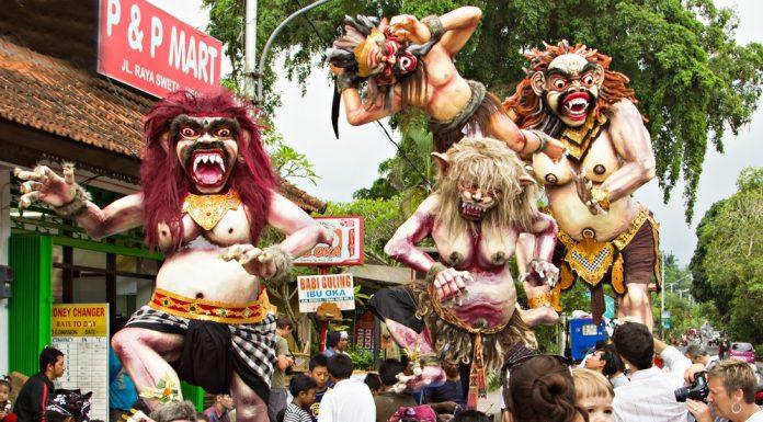 Bali szigetén fontos szerep jut a szörnyeknek ilyenkor