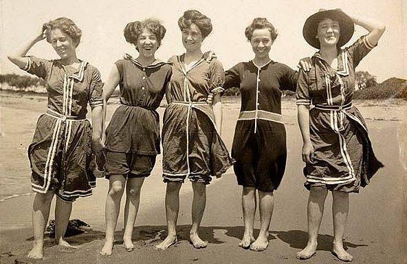 Fürdőző nők 1908-ból /forrás: contrapasso2.blog.hu/