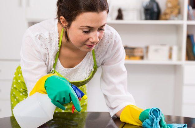 A takarítás fénypontja lehet kicsit hűsölni a hűtő előtt