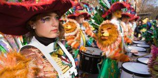 Az Óz, a csodák csodájának zenészei egy spanyol fesztiválon