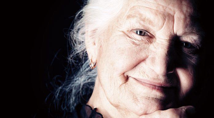 Idősebb férfi randevú fiatalabb nő