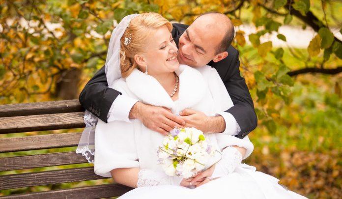 Az 50 feletti esküvői ruha is megkapóan szép lehet