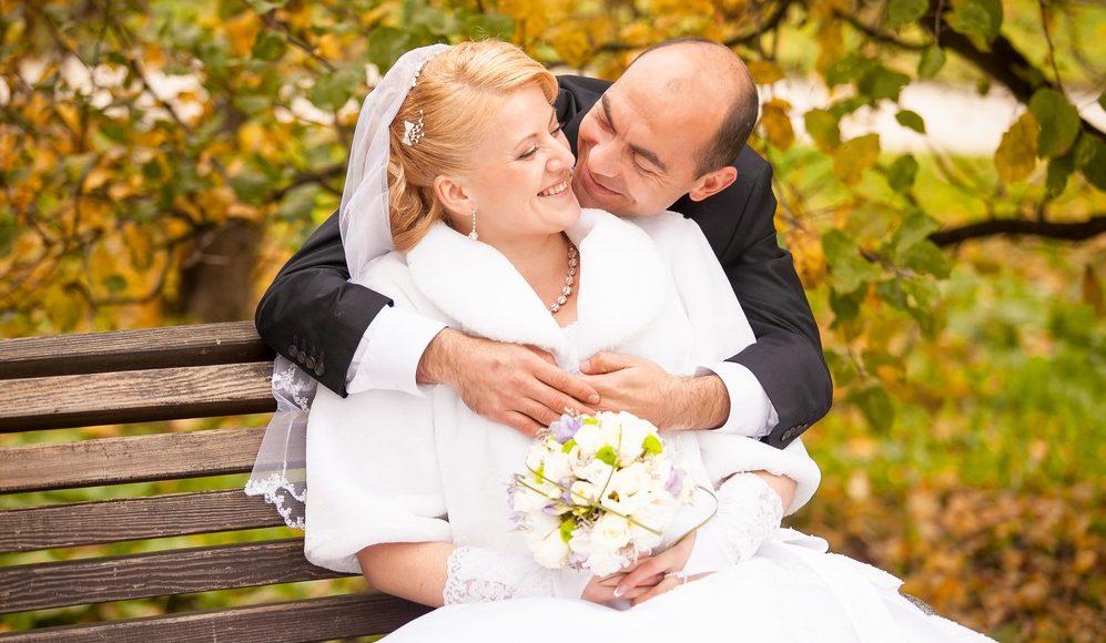 eb2281b71f Az 50 feletti esküvői ruha is megkapóan szép lehet