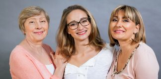 Az 50 feletti nők közül sokan a szendvics-generáció gondjaival küzdenek