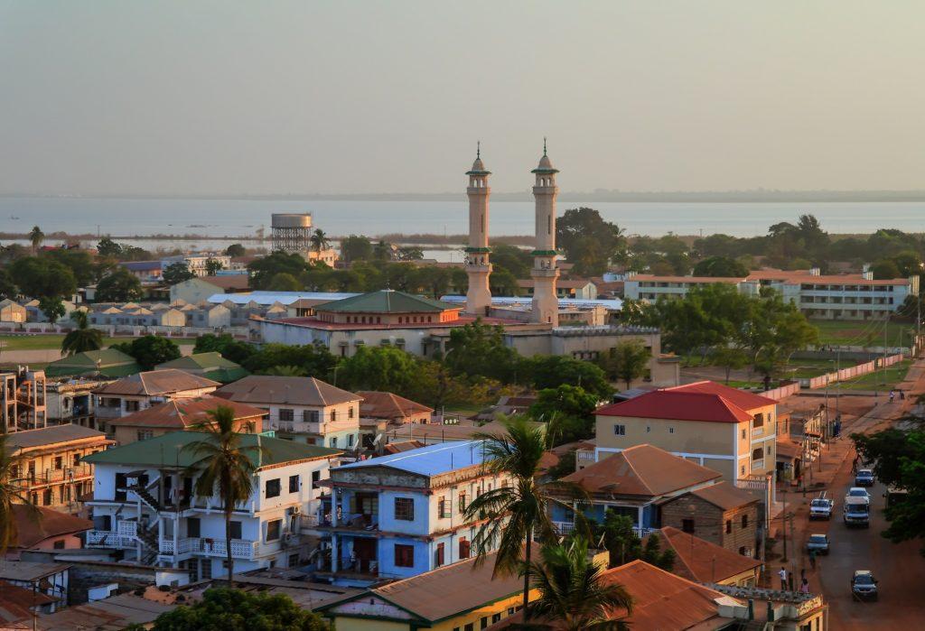 Látkép Gambia fővárosáról