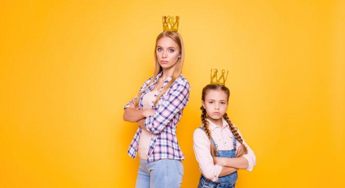 A nárcisztikus szülők megnehezítik gyerekük felnőtt életét