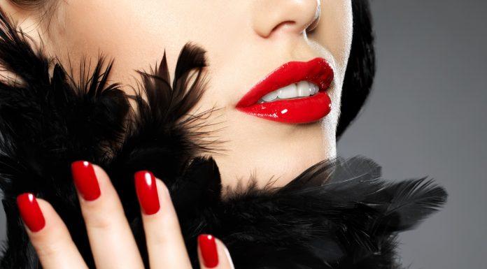 """A """"démoni piros"""" szín sosem megy ki a divatból"""