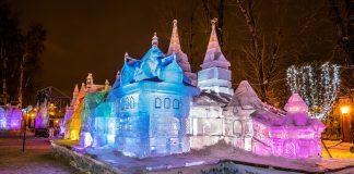 A jégszobrok mesevilága a színes fényekkel kel életre