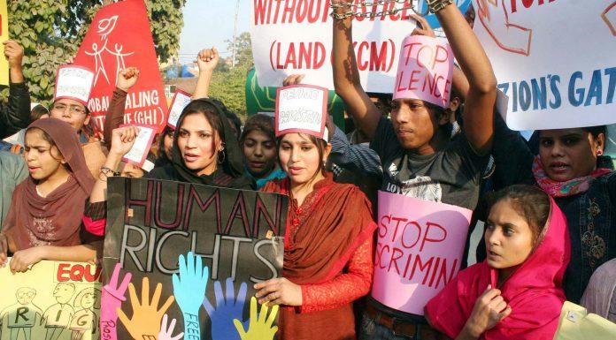 Pakisztáni nők harcolnak a jogaikért