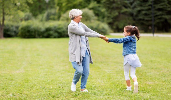 A nagyszülői gyed megfontolandó lehetőség egy nagymamának