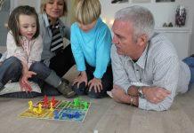 A társasjáték az unokákkal is élvezetes lehet