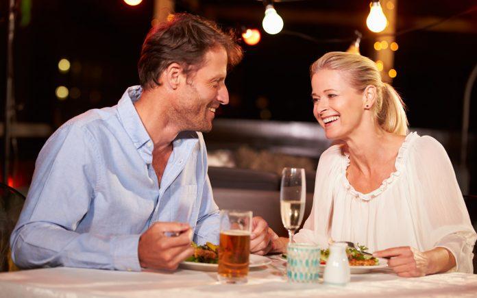 Az első randi témák neked is segíthetnek