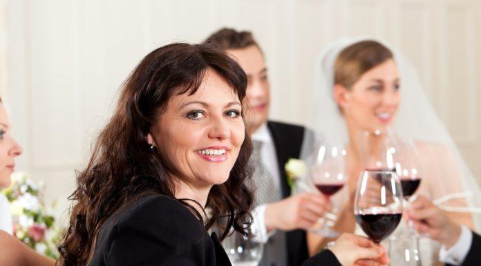 Egy esküvőn mindig ajánlott az elegáns megjelenés