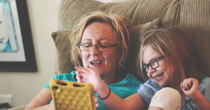 A nagyszülő és unoka kapcsolata egészségügyi pozitívumokkal is jár.