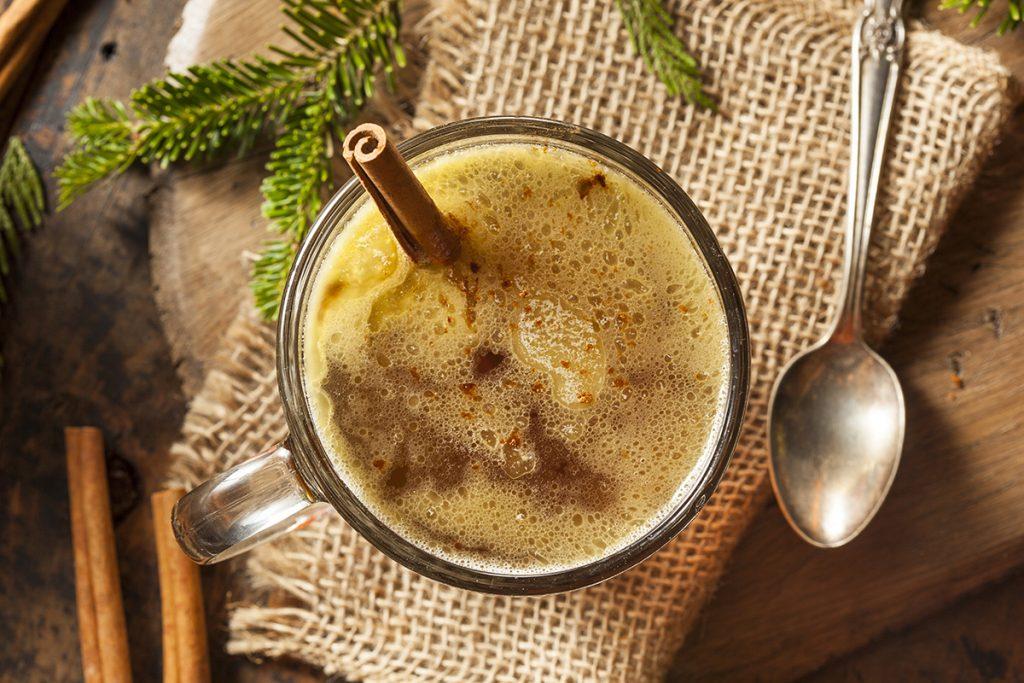 Karácsonyi koktélok: rozmaringos gin fizz