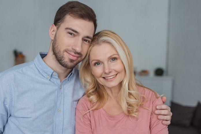 Idősebb nő fiatalabb férfi - ez lenne a legjobb kapcsolati felállás?